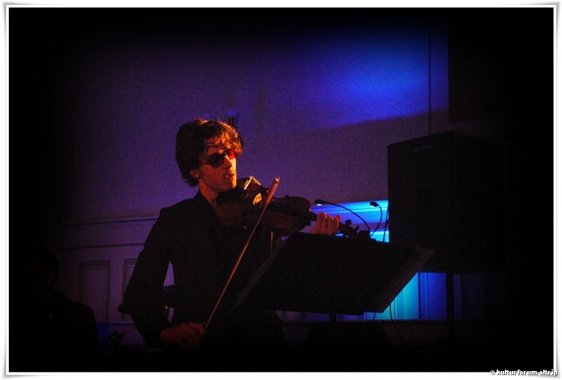 Bartek Dworak, Violin